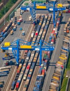 Duisburger Hafen, Logistikstandort Logport 3 am Rhein bei Hohenbudberg, Duisburg Huckingen,Eisenbahnanschluß und Containerverladung, Containerterminal, Duisburg, Ruhrgebiet, Nordrhein-Westfalen, Deutschland